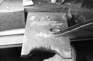 Fabrication sur mesure - Bijoux or et diamants - Atelier à Lyon