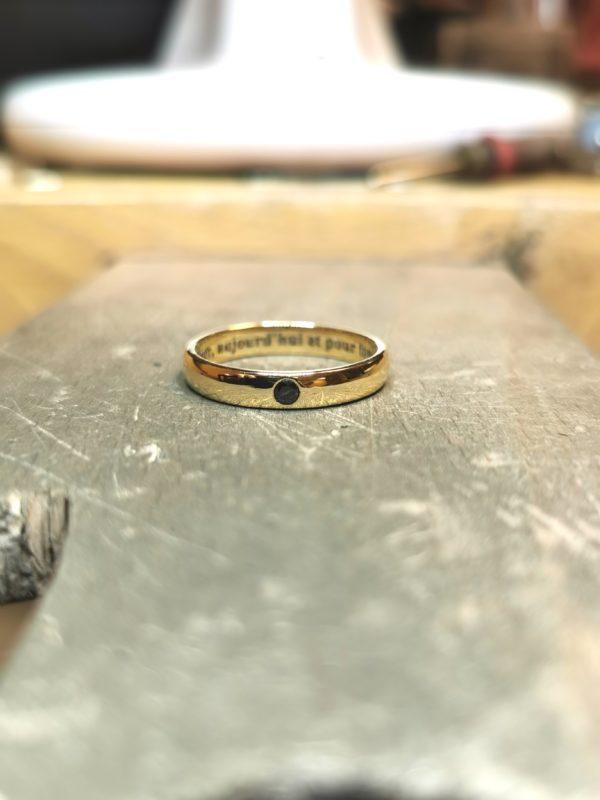 alliance-demi-jonc-or-jaune-diamant-noir-2