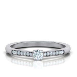 Bague-coeur-diamant-solitaire-diamant-accompagné-or-blanc-18-carats