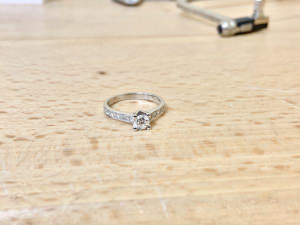 solitaire-diamant-accompagné-brillant