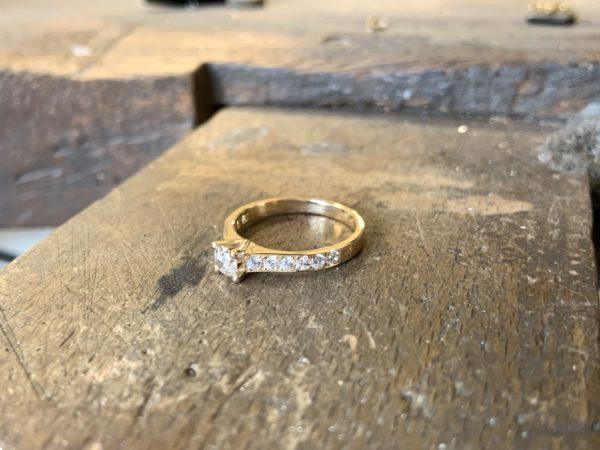 solitaire-diamant-accompagné-brillant-3