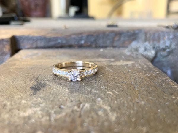 solitaire-diamant-accompagné-brillant-2