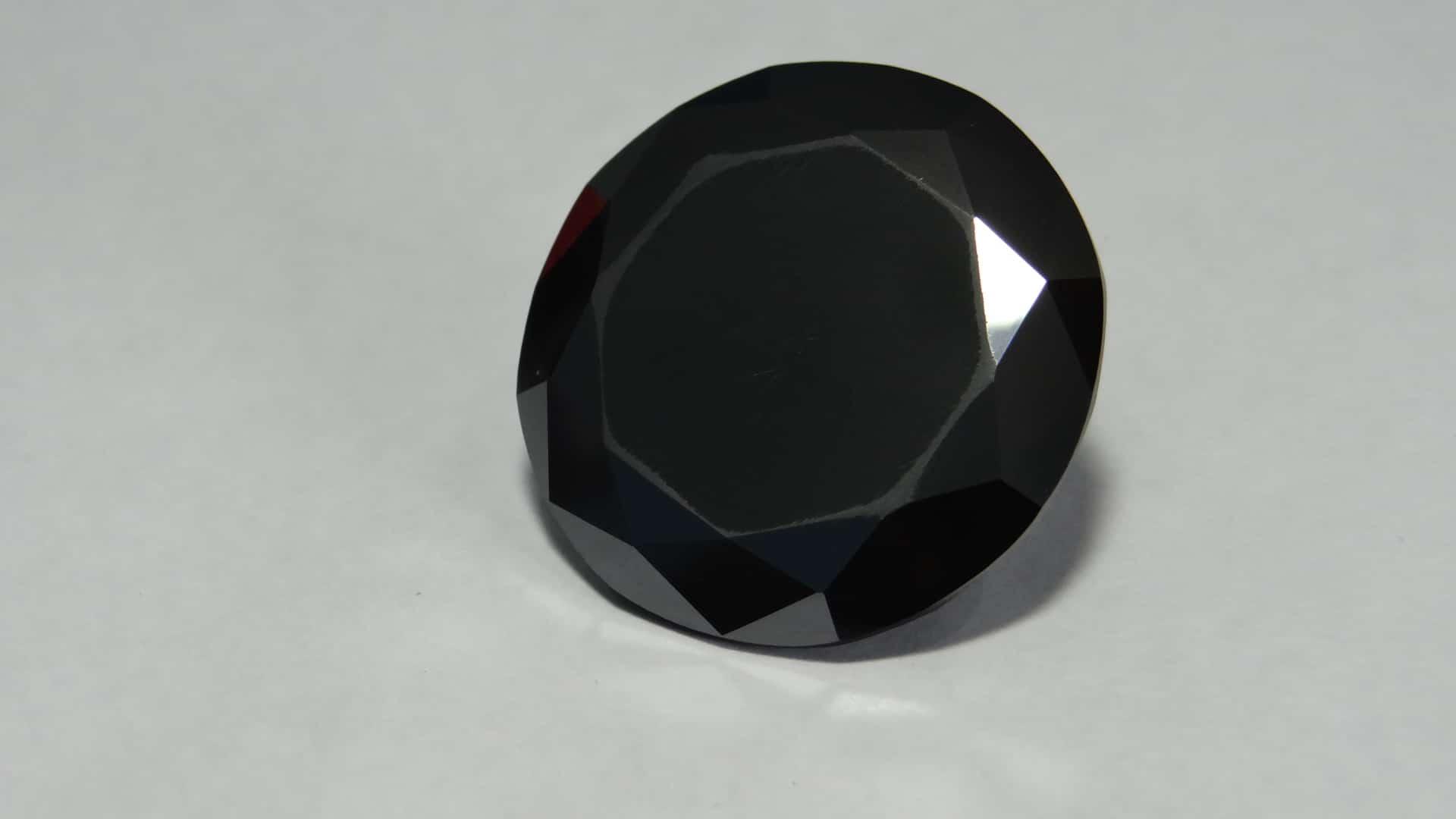 Diamant noir taillé