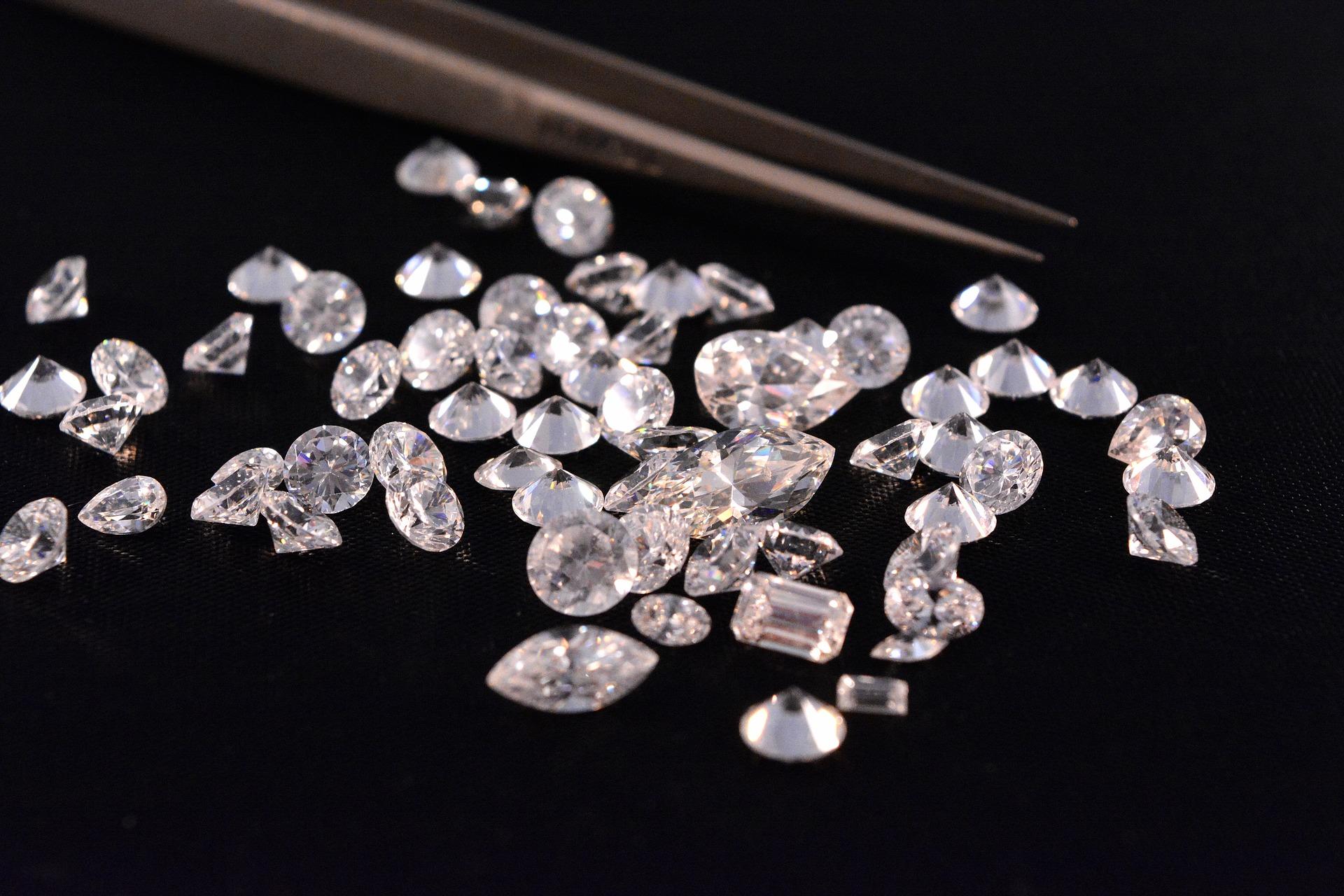 Le sertissage de diamants et pierres précieuses
