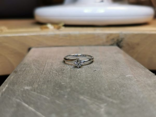 solitaire-diamant-tournant-4-griffes