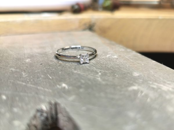 solitaire-diamant-princesse-or-blanc-3