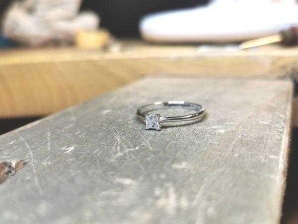 solitaire-diamant-princesse-or-blanc-2