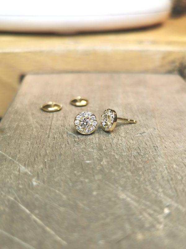 boucles-d-oreilles-diamant-entourage-or-jaune