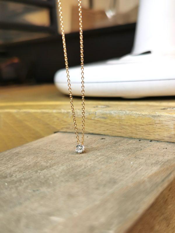 pendentif-diamant-4-griffes-croix-or-jaune