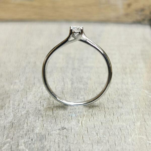 Bague-coeur-diamant-solitaire-diamant-or-blanc