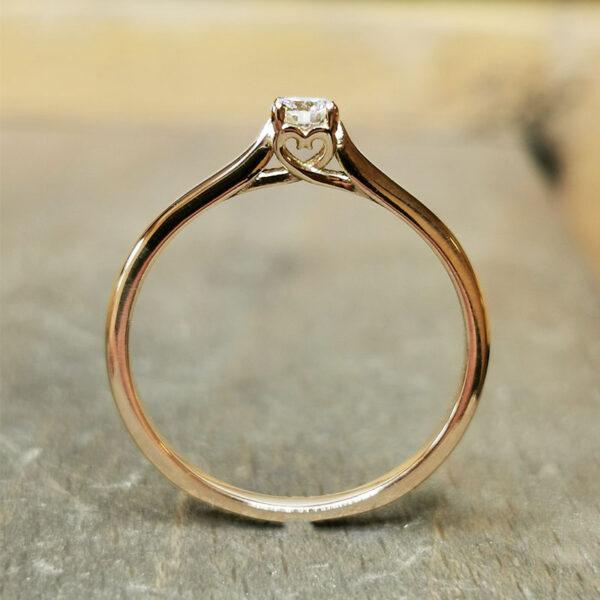 Bague-diamant-coeur-or-jaune
