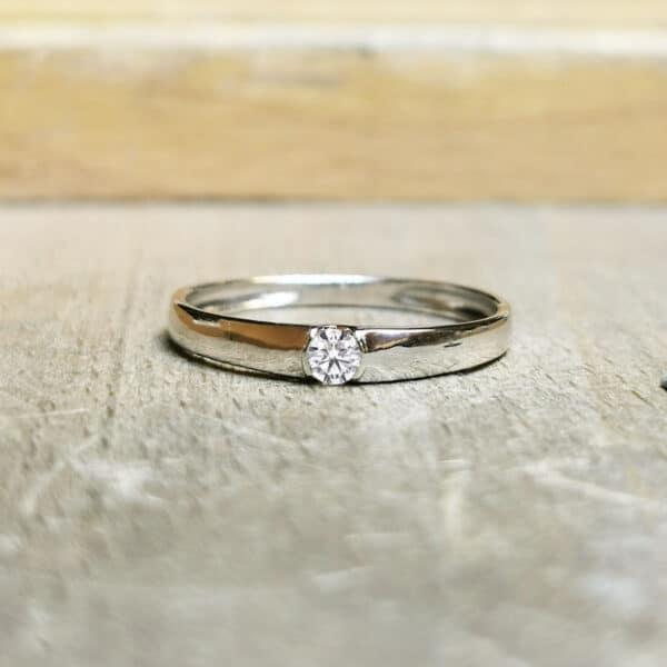 Bague-diamant-pas-cher-Or-blanc-18-carats