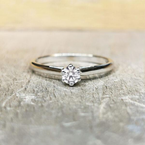 Solitaire-diamant-6-griffes-or-blanc-18-carats-1
