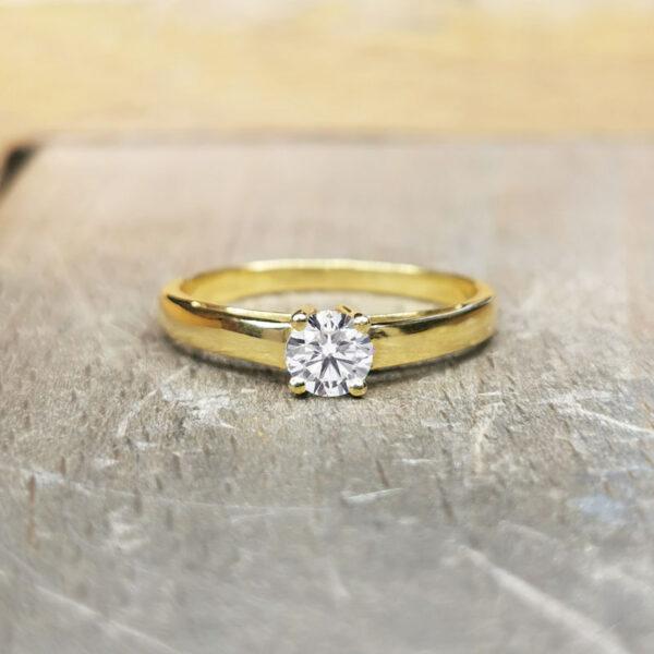 Solitaire-diamant-classique-or-jaune-18-carats
