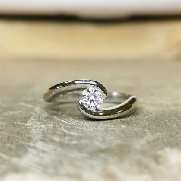 Solitaire-diamant-vrille-020-or-blanc-18-carats-2