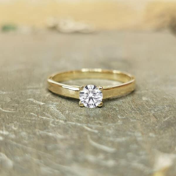 solitaire-diamant-4-griffes-030-carat-or-jaune-2