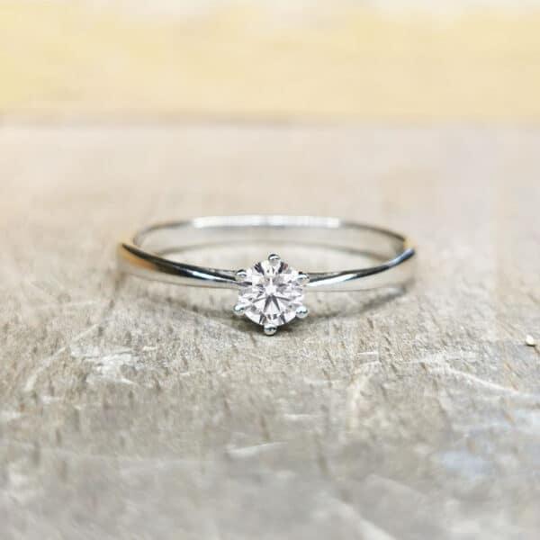 solitaire-diamant-6-griffes-030-carat-or-blanc(1)